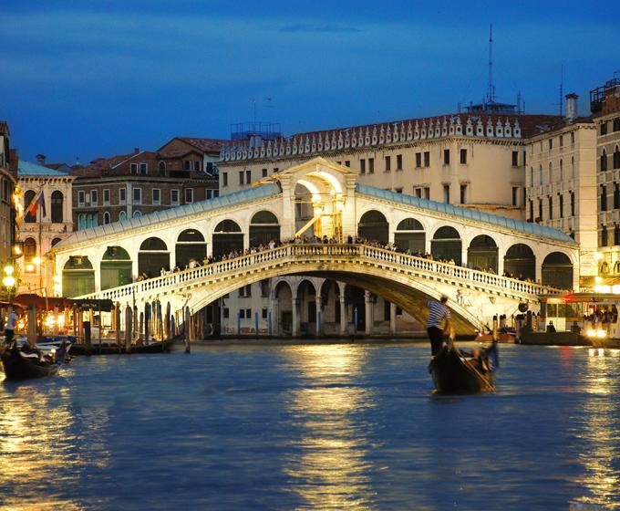 Venecia en el centro de la laguna