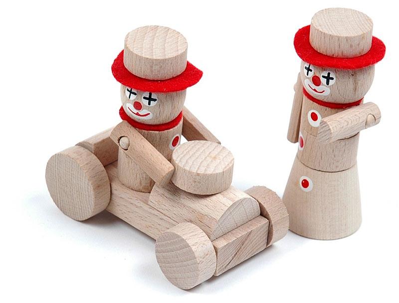 Payasos hechos de madera