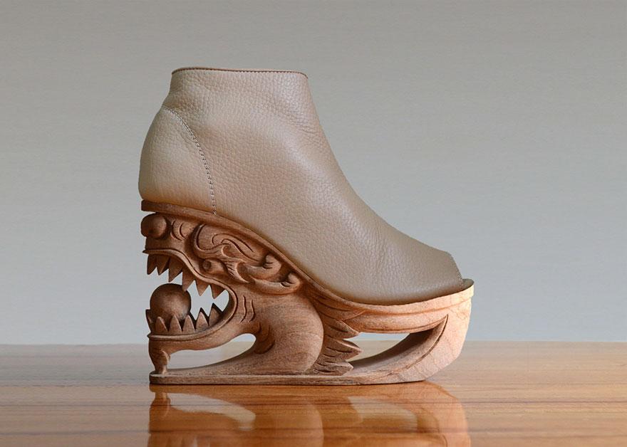Grabados de madera en zapatos