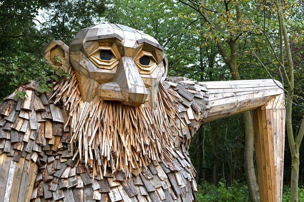 escultura de madera reciclada