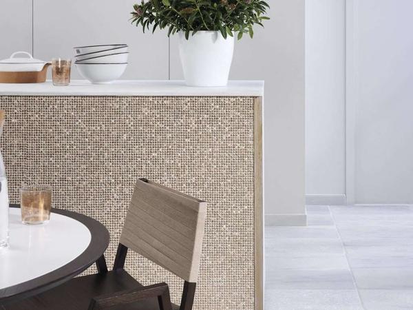 Mosaico Gravity Aluminium Cubic Gold – Piedra Natural Blanco Almeria Anticato