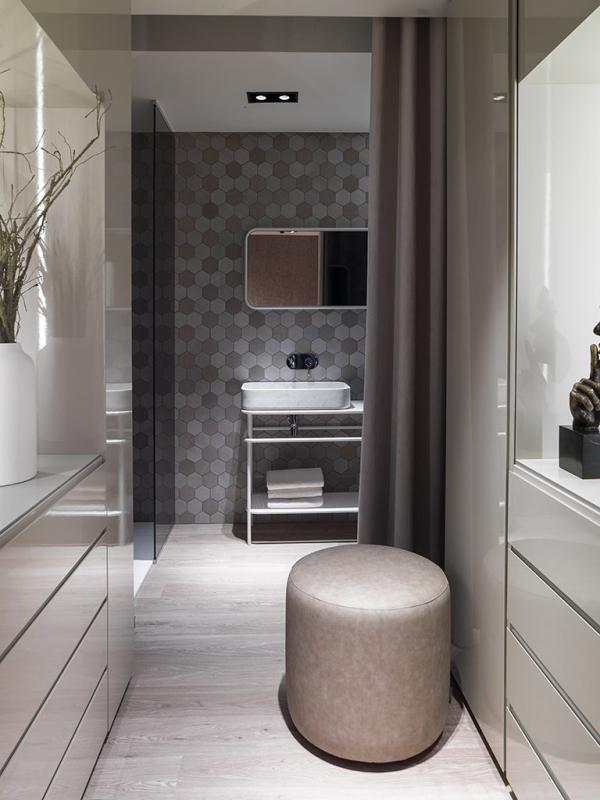 Linkfloor Hotel Air Silver – Lavabo Vintage S Persian White – Mosaico World Hexagon Text. Grey – Vintage Espejo S Blanco