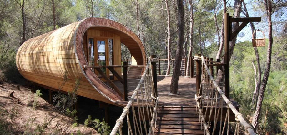 A tree-dwelling inspired by Fibonacci spiral. Mathematics and wood in the Fibonacci Treehouse