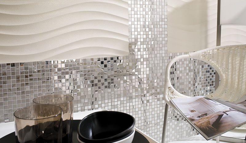 Spazi moderni con mosaici metallici