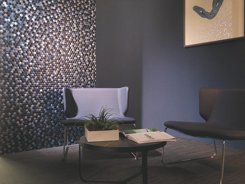 Revestimiento de pared con mosaicos metálicos