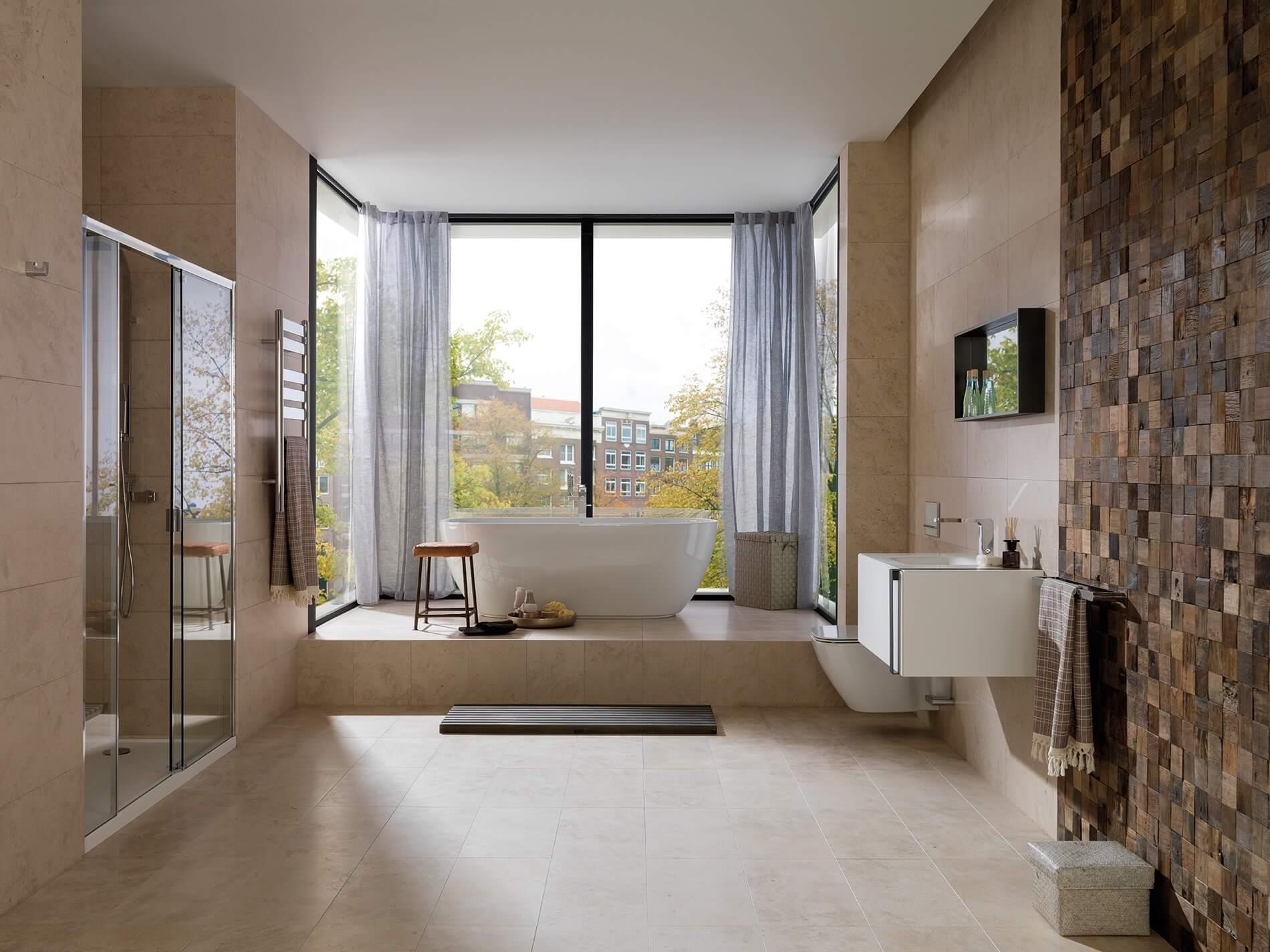 Baño revestido de madera y piedra natural