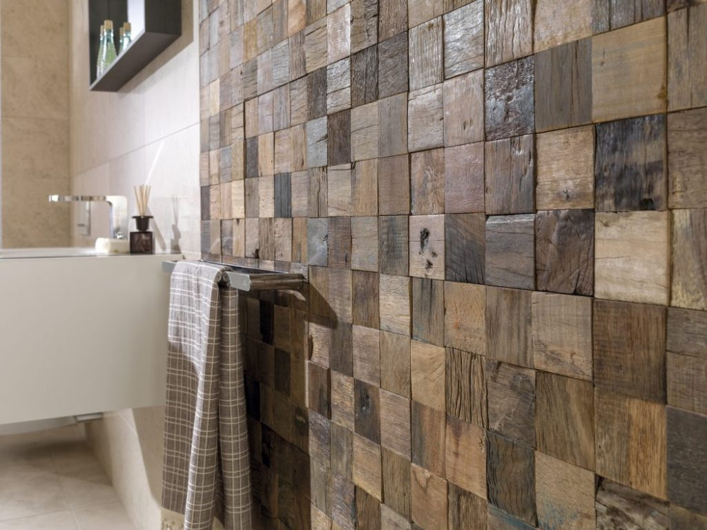 Decorate the walls of your house with natural wood