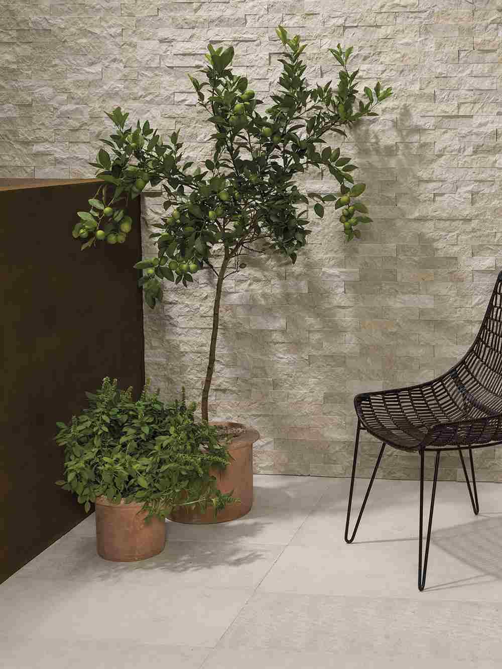 Paredes de piedra natural tambi n en interiores l 39 antic for Piedra natural para paredes interiores