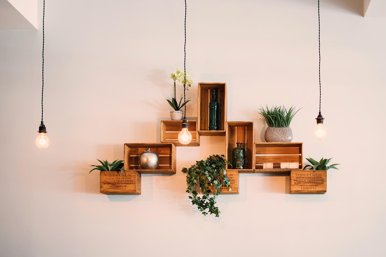 estantería-madera-cajas