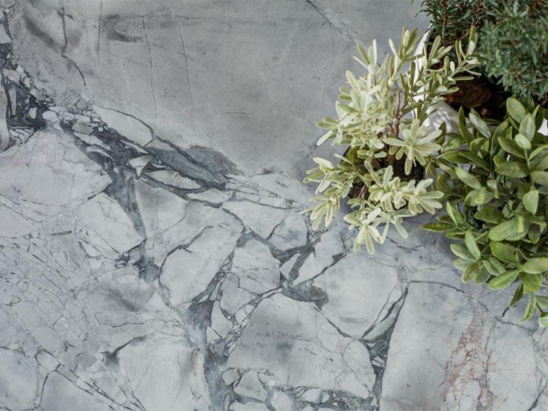 Cómo-limpiar-y-mantener-la-piedra-natural-en-suelos-y-fachadas