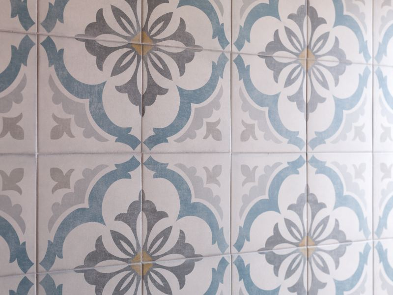 Clean hydraulic tiles
